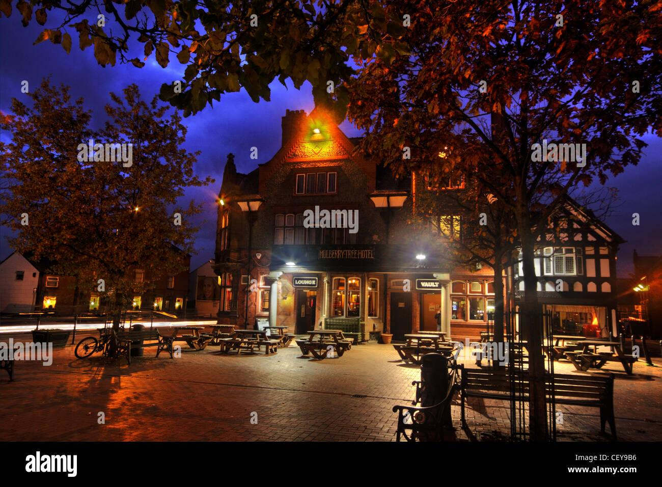 The Mulberry Tree Pub Stockton Heath, South Warrington, Cheshire UK at dusk Stock Photo