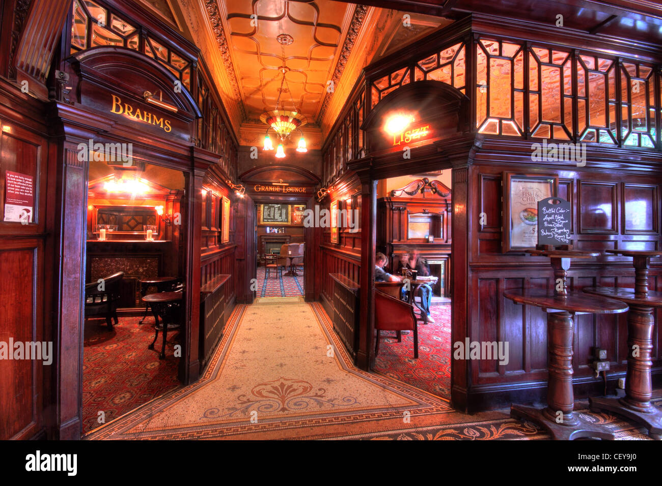 Liverpool Philharmonic Grand Foyer Bar : The famous phllharmonic pub in hope street liverpool