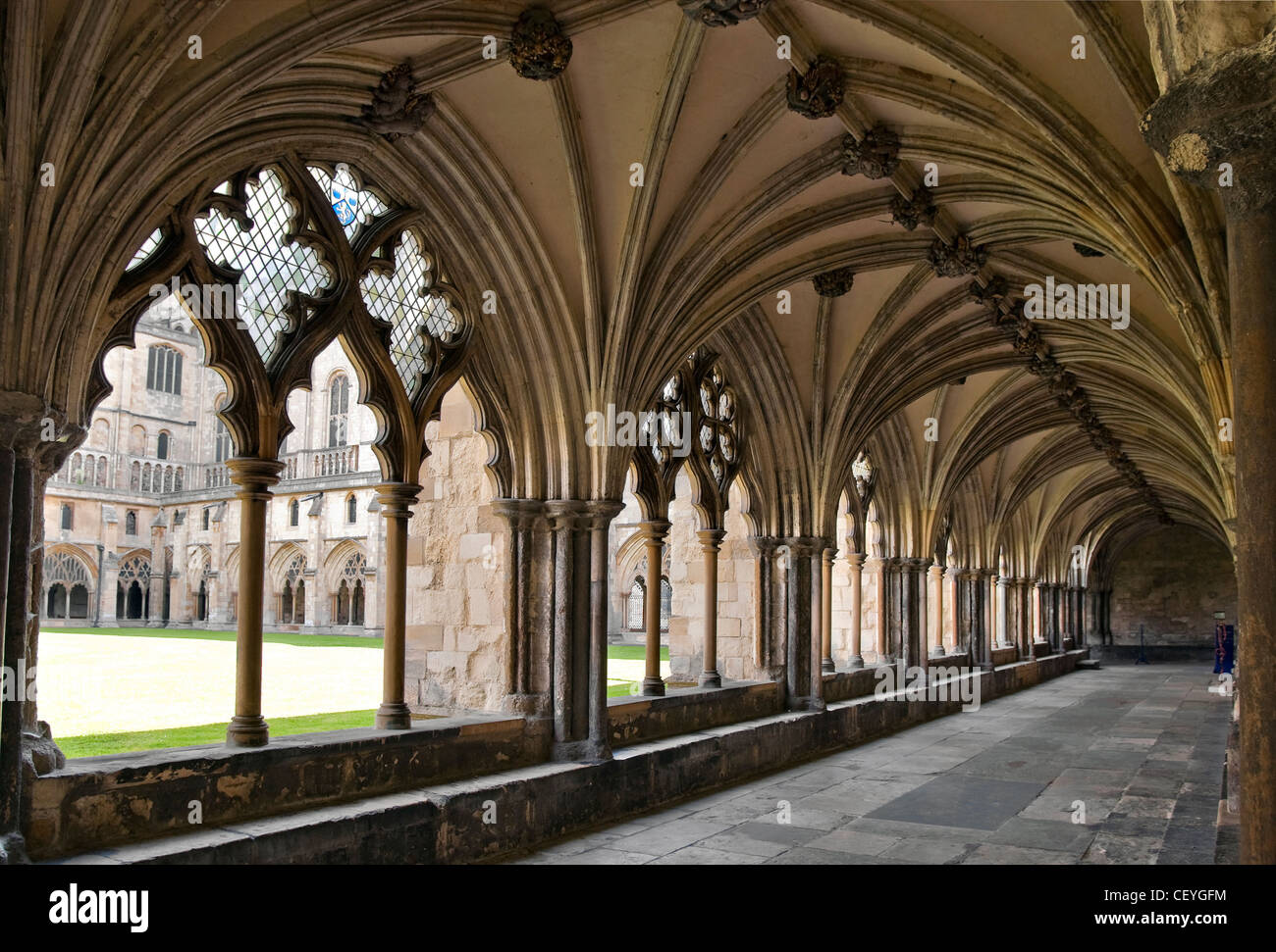 Arched hallway inside the Norwich Cathedral, Norfolk, England.  Gewoelbter Kirchengang in der Kathedrale von Norwich. - Stock Image