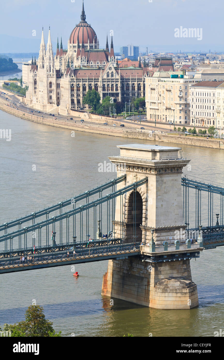 Chain Bridge and Hungarian Parliament, Budapest, Hungary - Stock Image