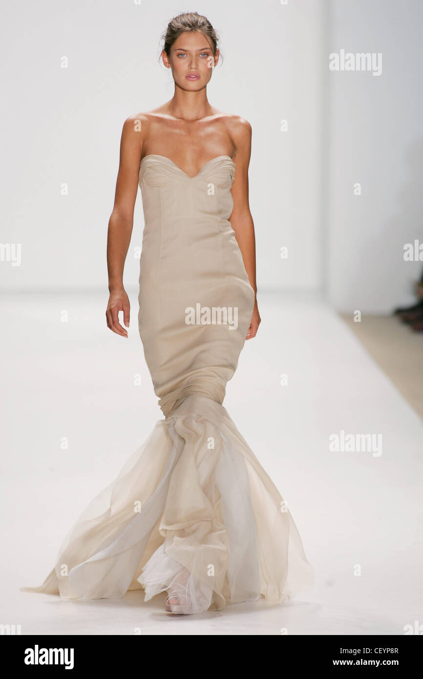J Mendel New York Ready to Wear Spring Summer Model Bianca Balti ...