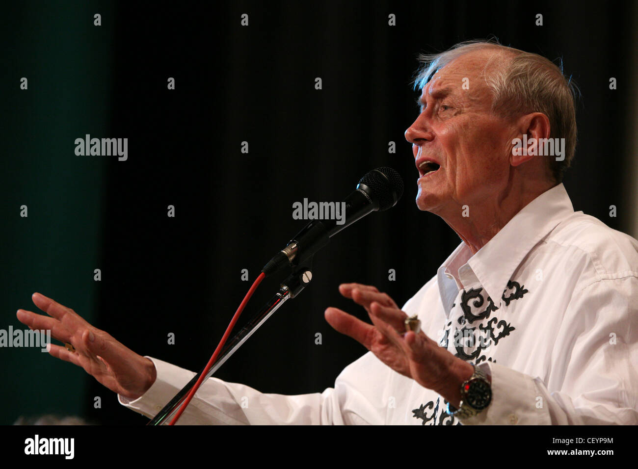 Soviet and Russian poet Yevgeny Yevtushenko performs in the Russian Cultural Centre in Prague, Czech Republic, on - Stock Image