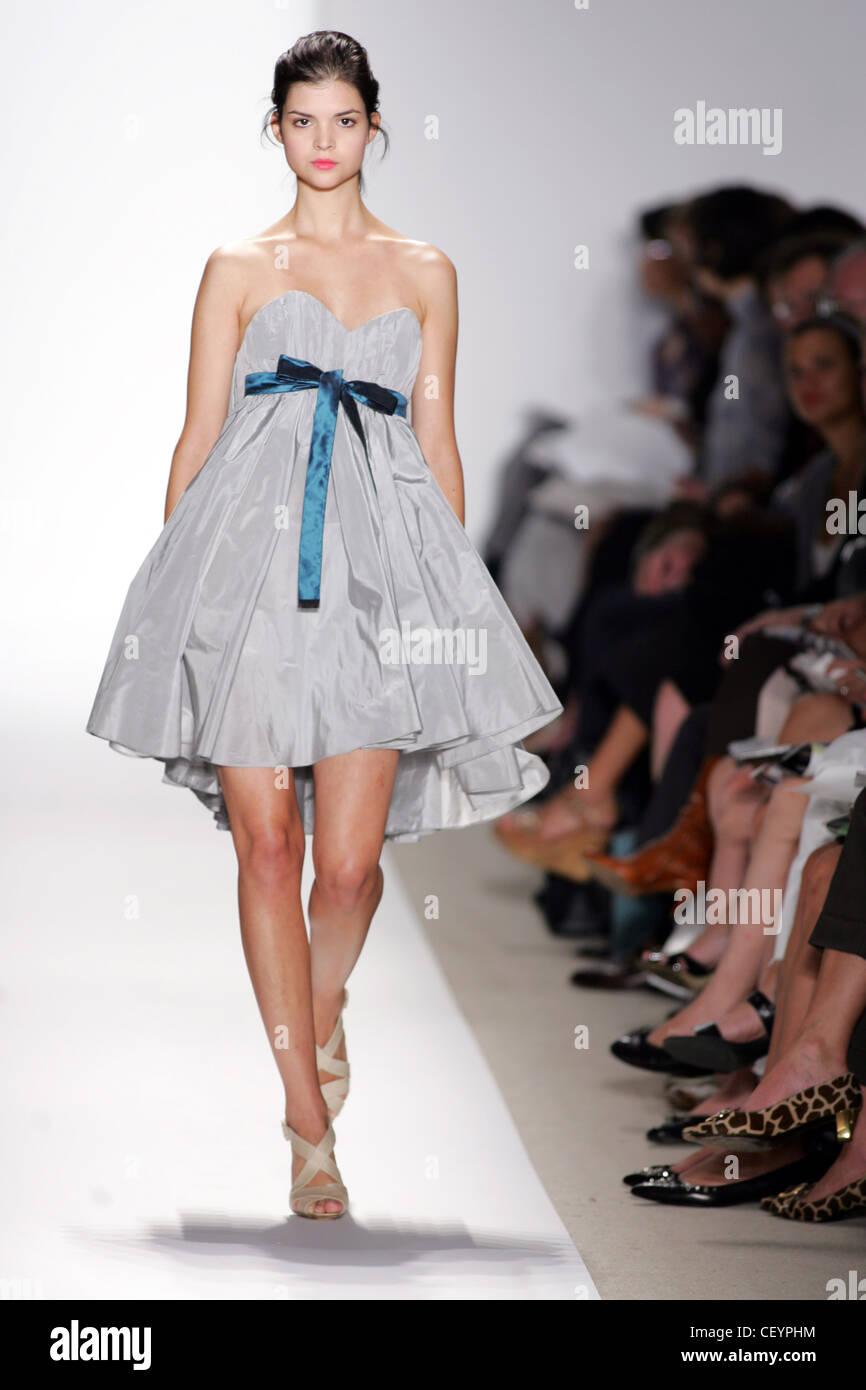 03c35bd8c8215 Peter Som New York Ready to Wear Spring Summer Brunette female model  wearing grey taffeta strapless