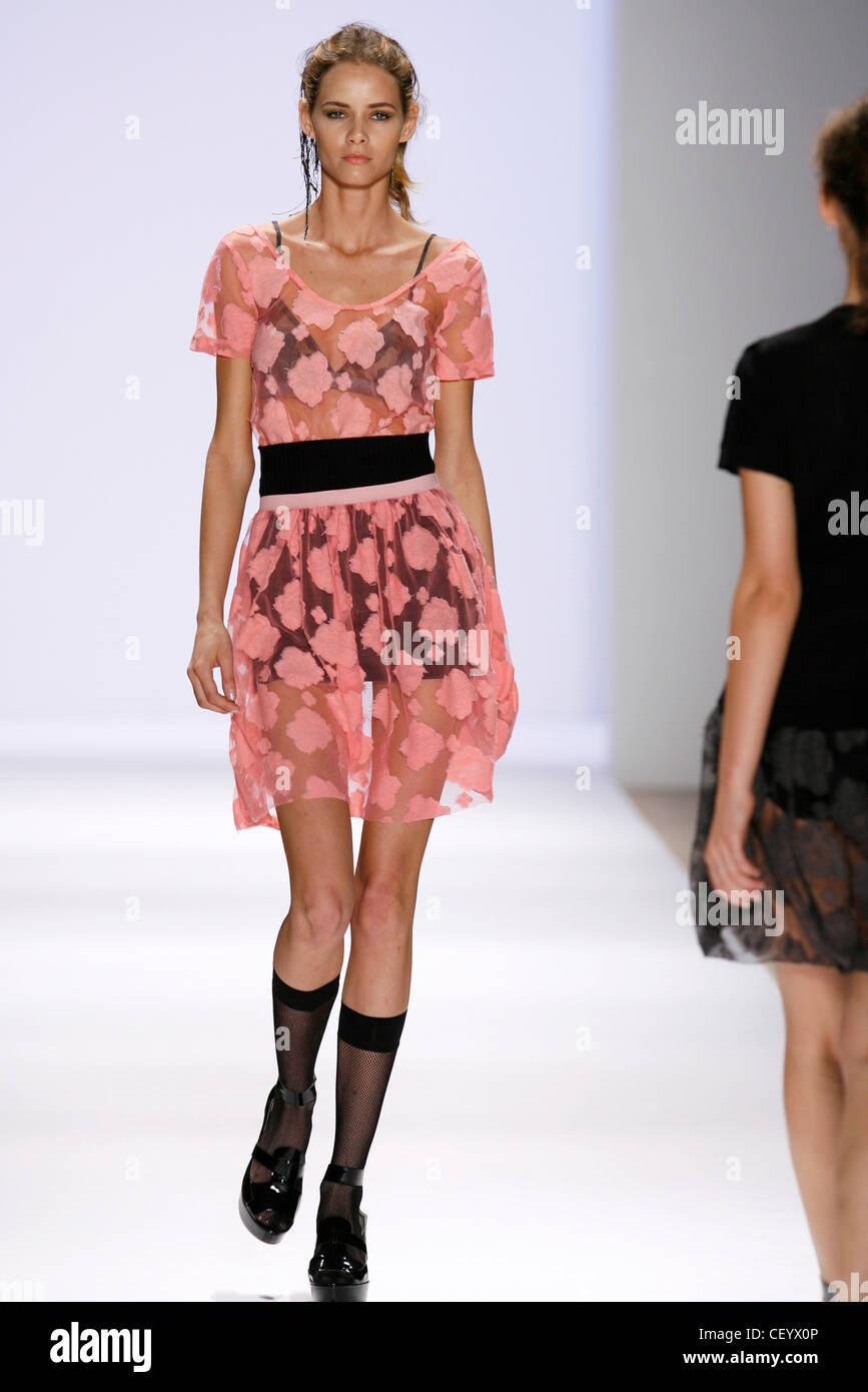 to wear - Ronson charlotte spring runway video