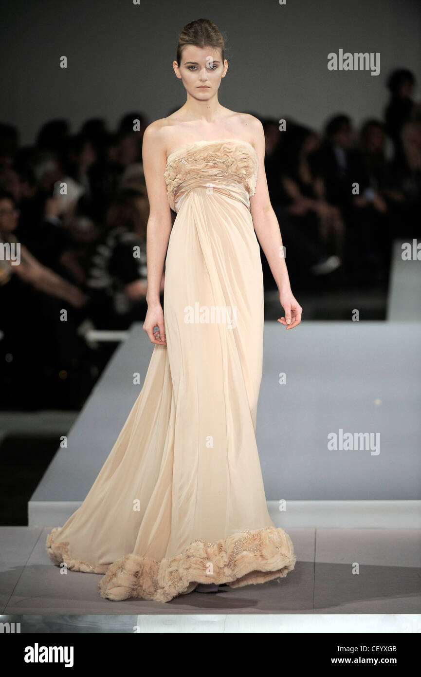 Elie Saab Gown Stock Photos & Elie Saab Gown Stock Images - Alamy