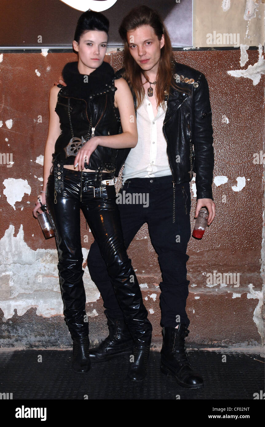 McQ by Alexander McQueen Menswear Milan A W Brunette female and blonde male long hair dressed to look like heroin - Stock Image