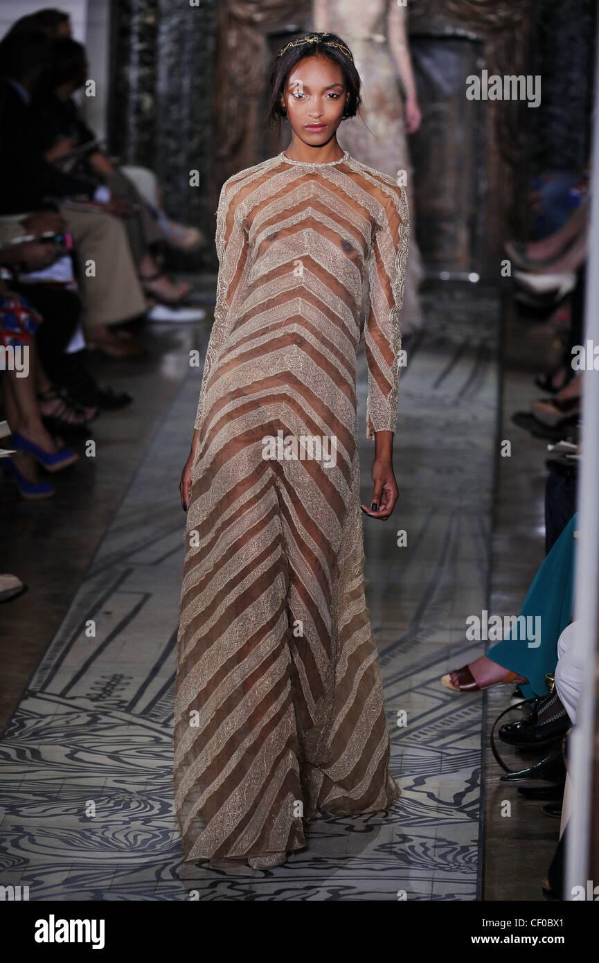 dce16c1d0 Valentino Paris Haute Couture Autumn Stock Photos & Valentino Paris ...