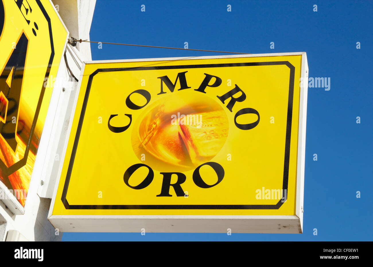Compro Oro sign above shop in Spain - Stock Image