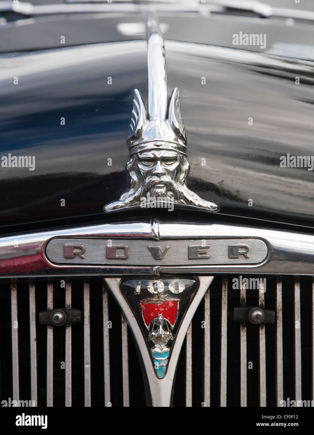 Front marque badge of an old Rover 100 - Stock Image