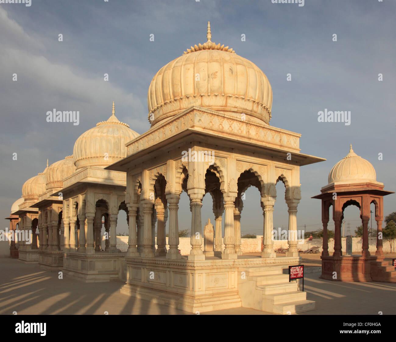 India, Rajasthan, Bikaner, Devi Kund, cenotaphs, - Stock Image