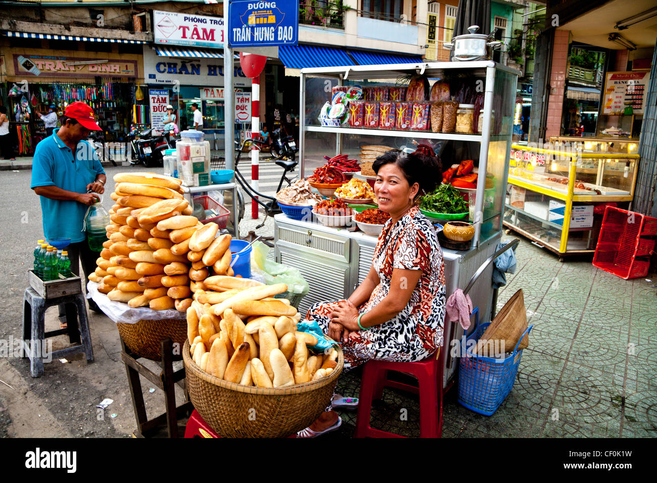 A street vendor selling the Vietnamese sandwich, banh mi, in Da nang, Vietnam - Stock Image