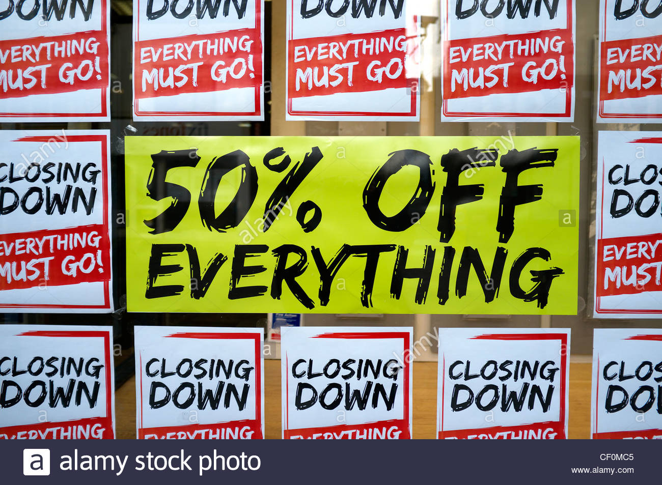 '50% off everything'. Closing down sale sign in shop window. UK. - Stock Image