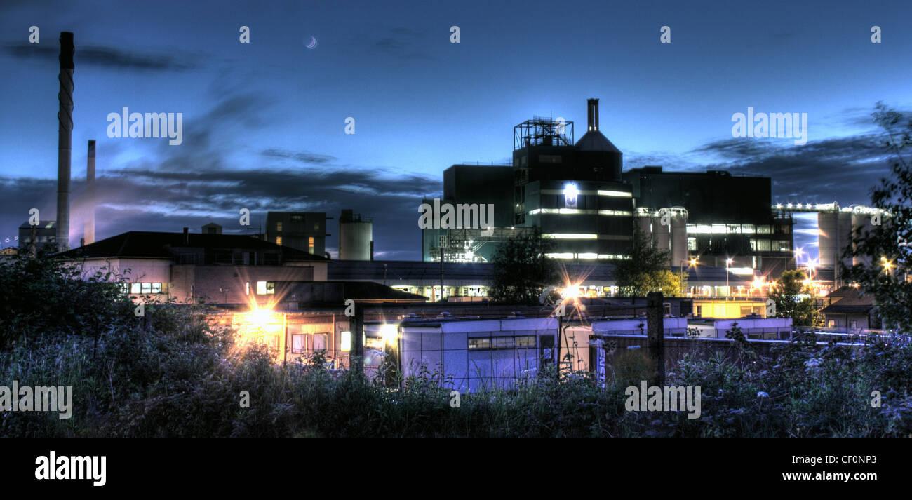 Lever chemical factory (soap powder) at night, Bank Quay, Warrington, Cheshire, England, UK - Stock Image
