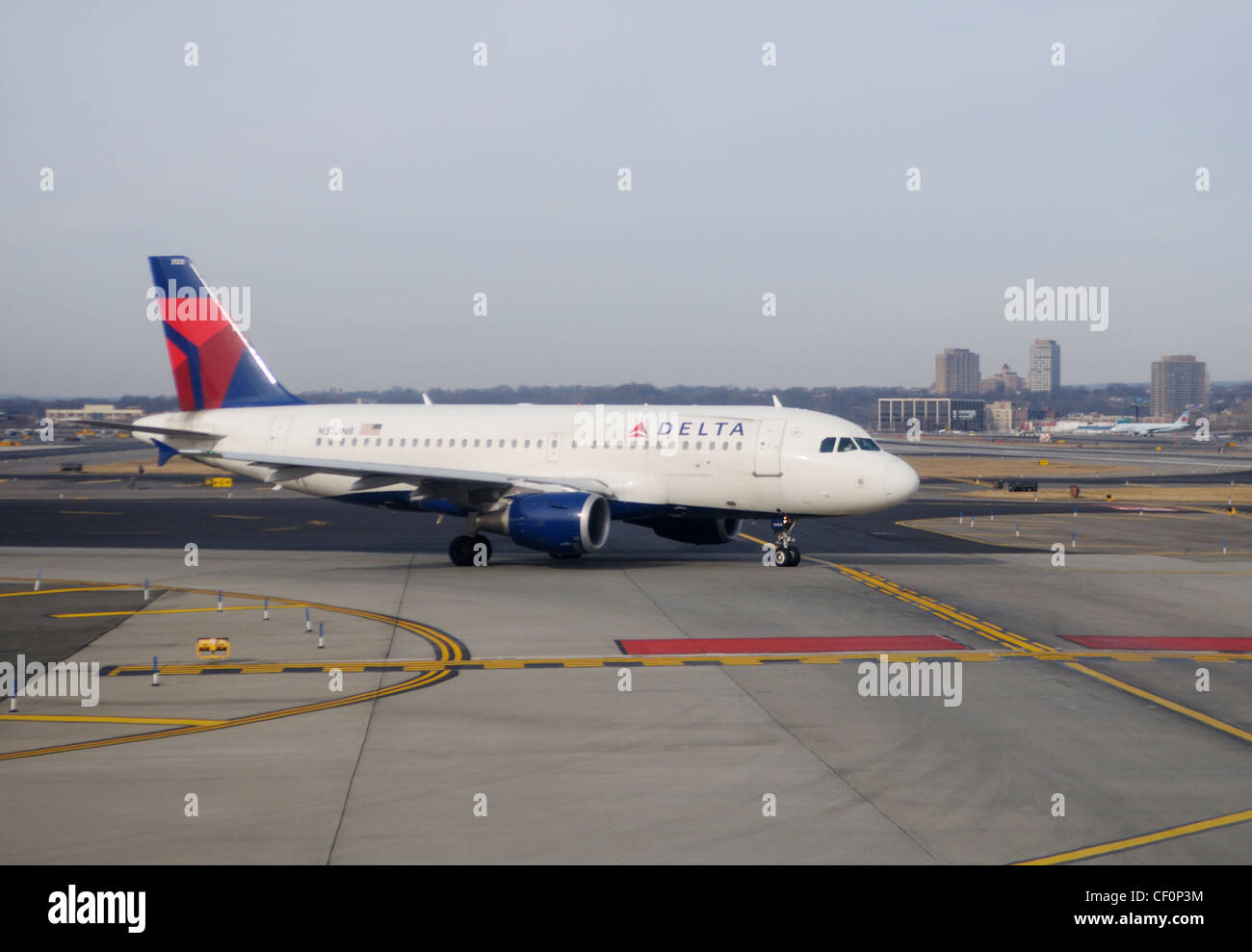Commercial airliner on runway at Newark Liberty International Airport, Newark, NJ - Stock Image