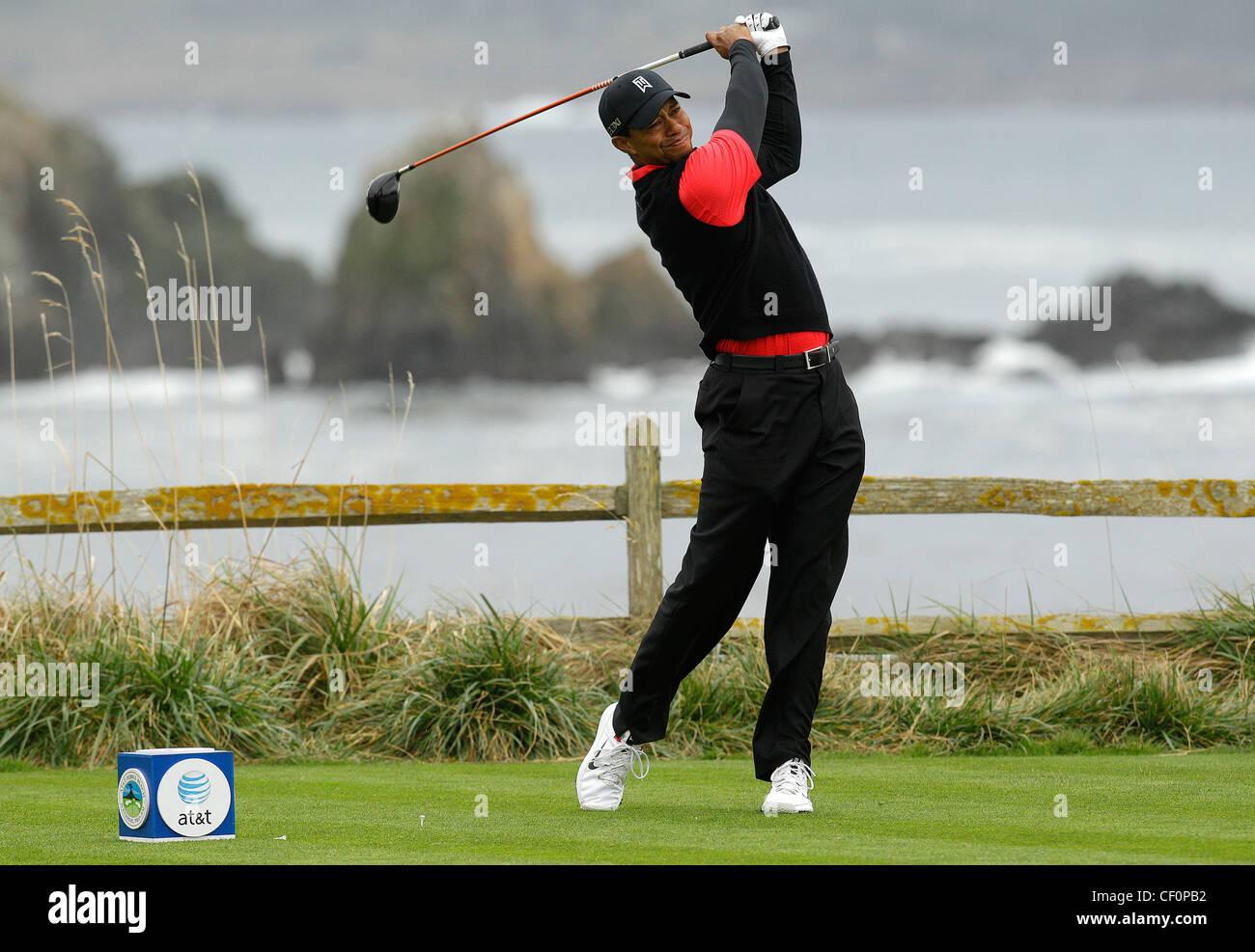 Tiger Woods Pga Golf Golfer Swing Club Pebble Beach Scenic