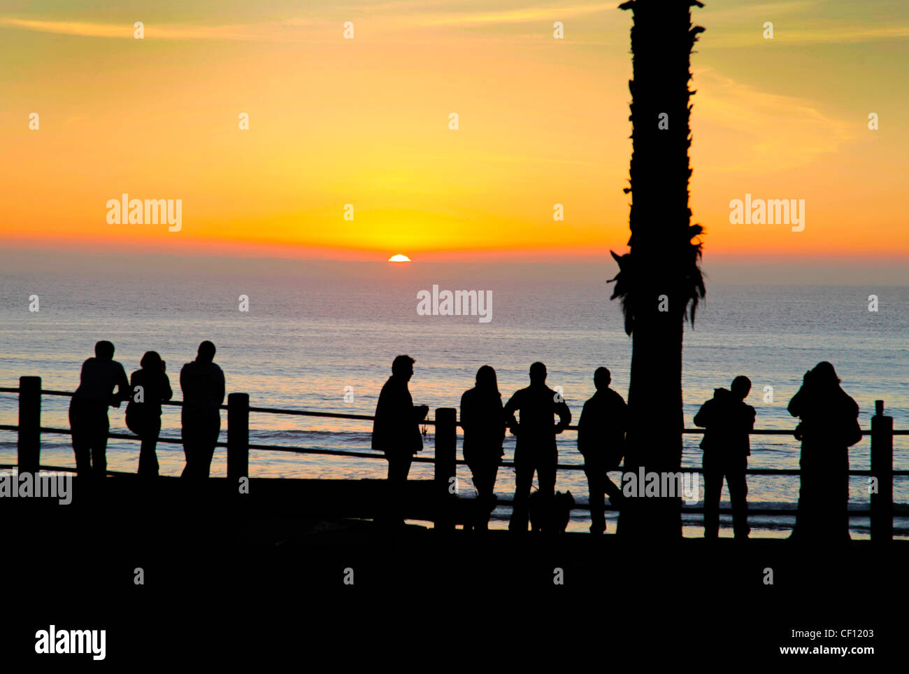 WATCHING SUNSET OVER THE PACIFIC,CALIFORNIA,USA - Stock Image