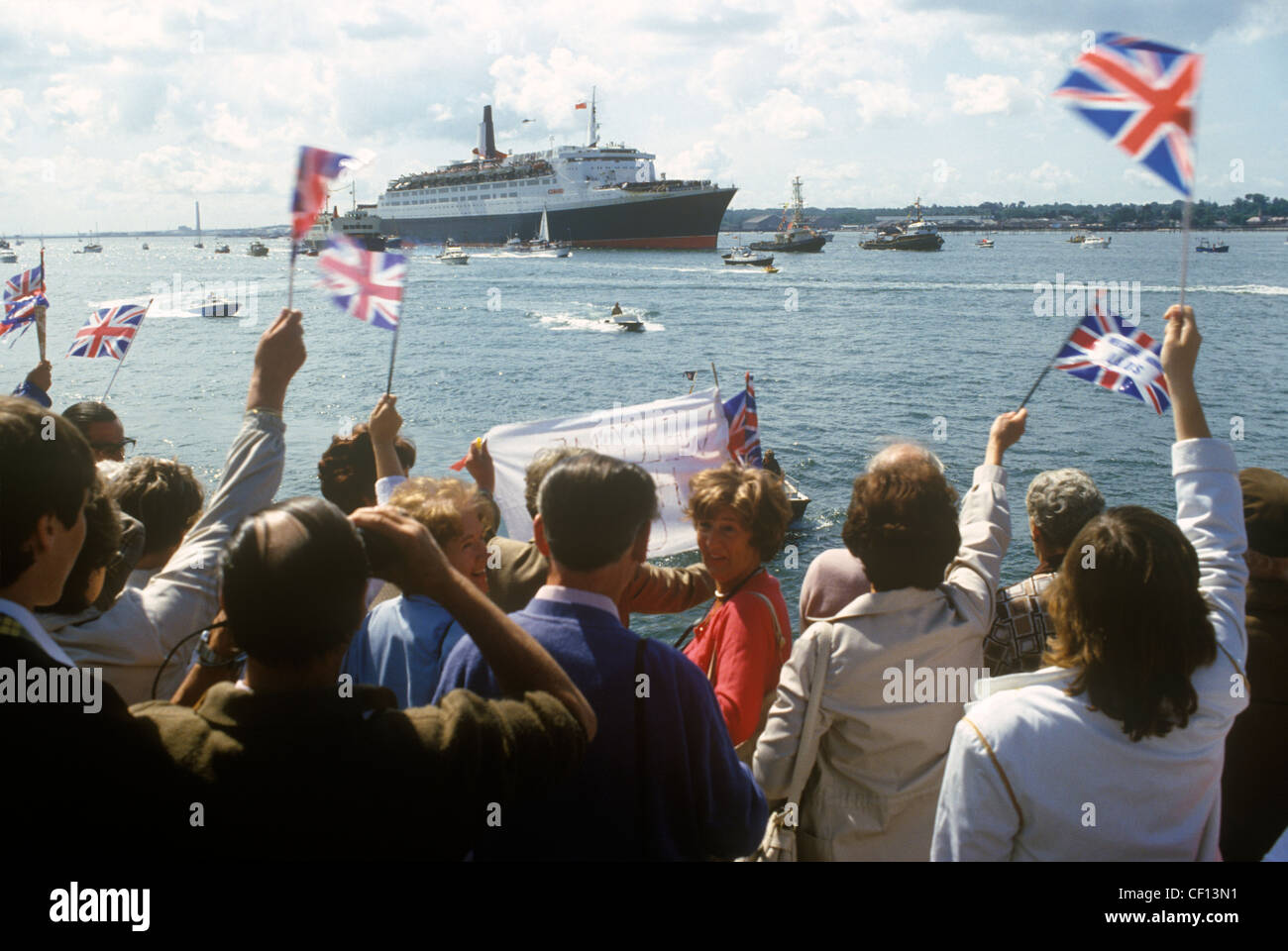 Queen Elizabeth 2 QE2 returning to Southampton from the Falklands War as a Troop Carriers. June 1982 HOMER SYKES - Stock Image