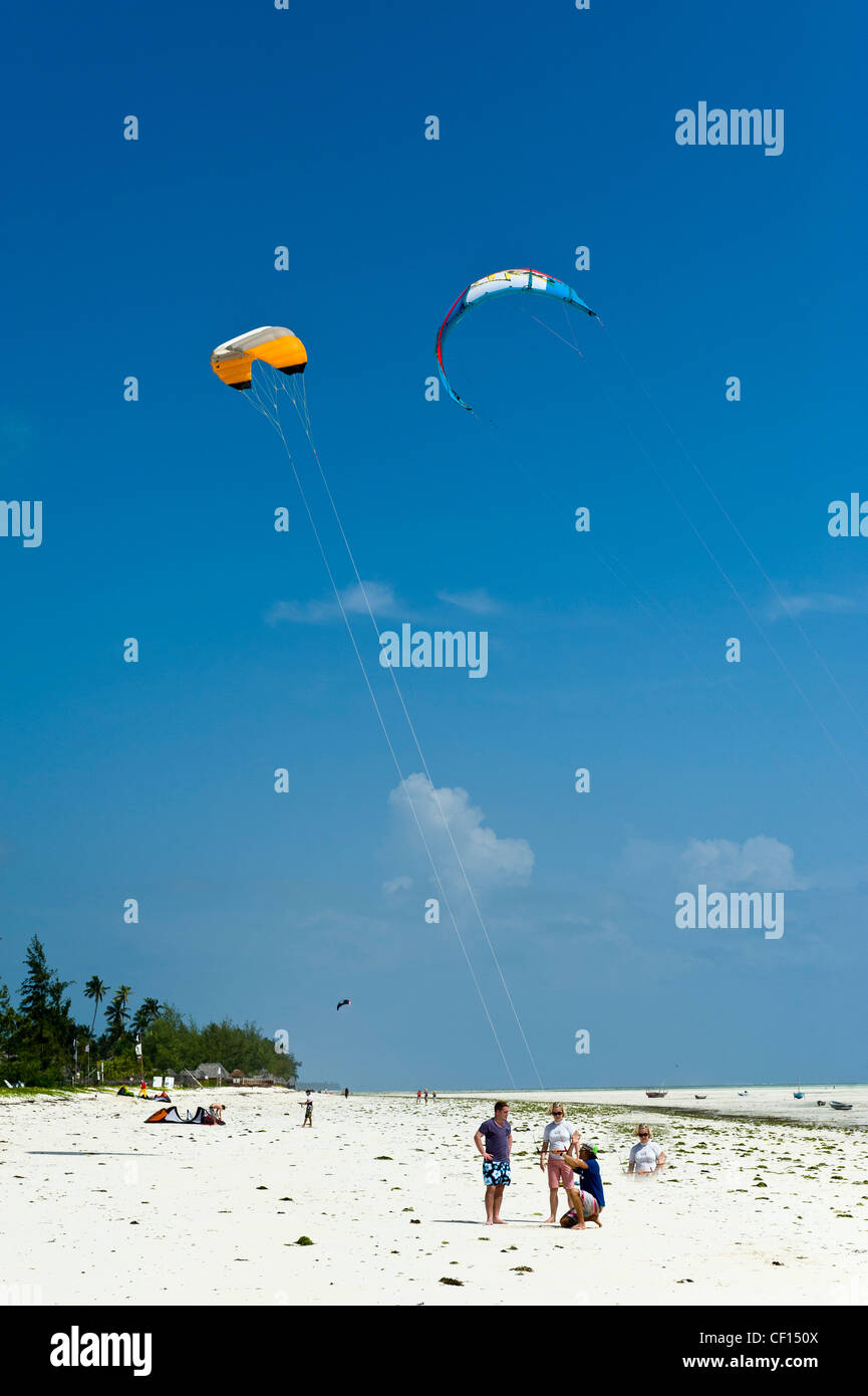 Kite surfer instructor teaching beginners in Paje, Zanzibar, Tanzania Stock Photo