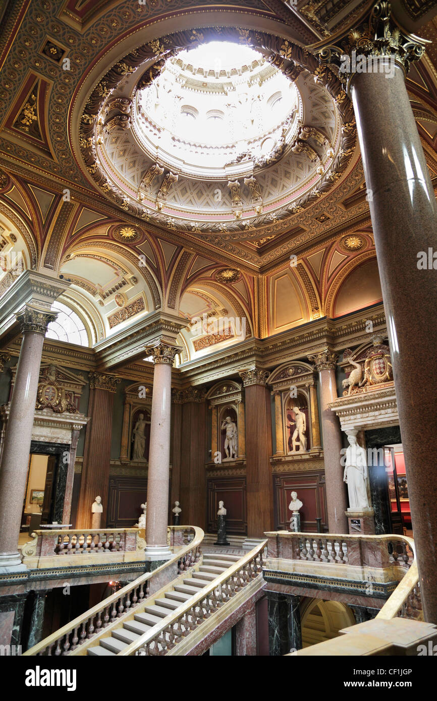 Neo-classical statuary on display in the Founder's Entrance Hall of the Fitzwilliam Museum, Cambridge 2. - Stock Image