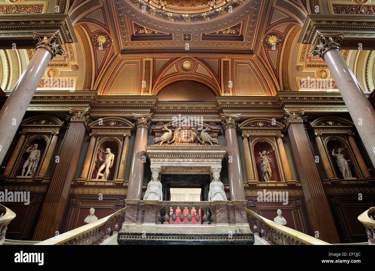 Neo-classical statuary on display in the Founder's Entrance Hall of the Fitzwilliam Museum, Cambridge. - Stock Image