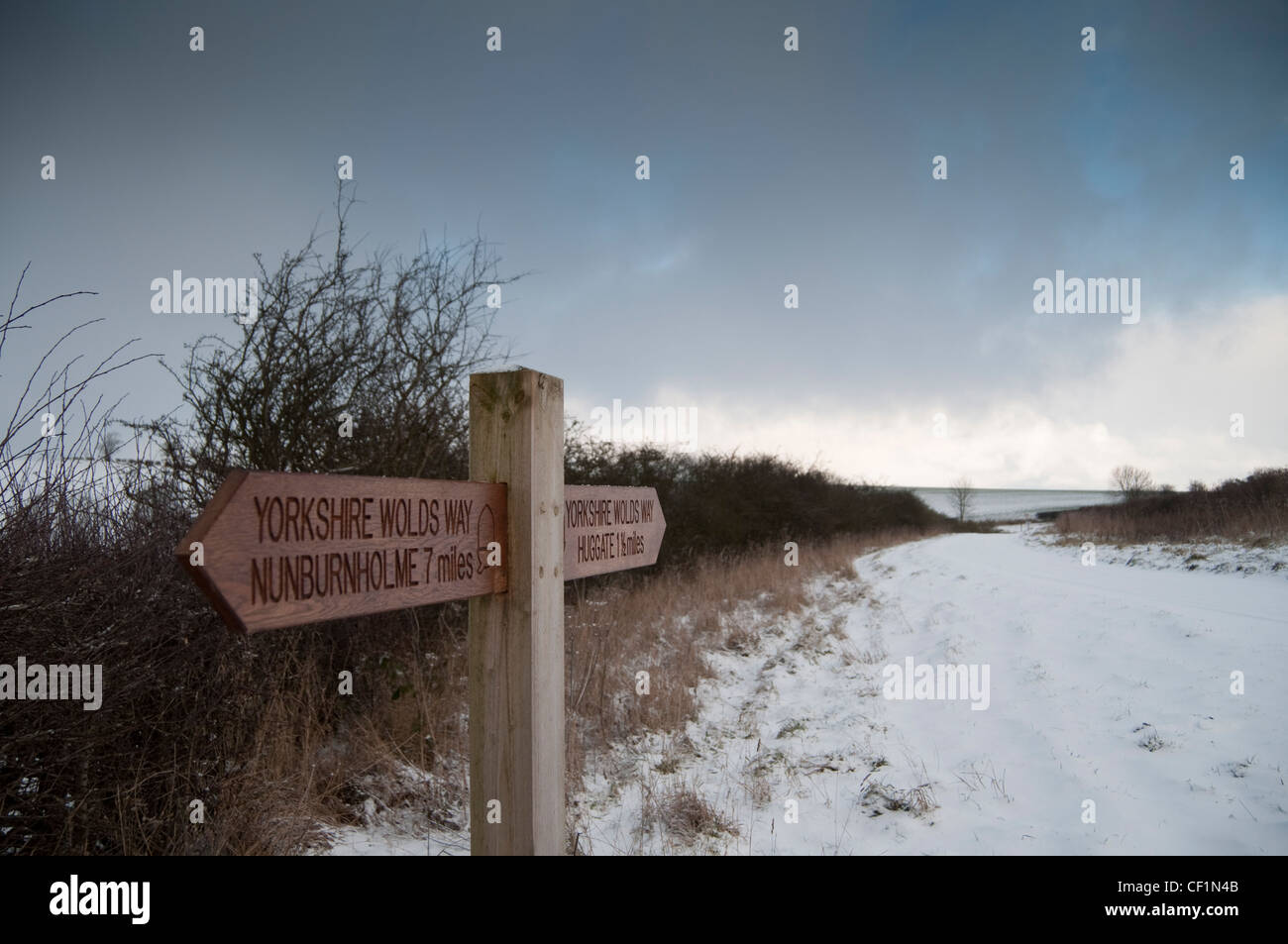 Signpost on the long distance footpath called Yorkshire Wolds Way, between the Yorkshire Wolds villages of Nunburnholme Stock Photo
