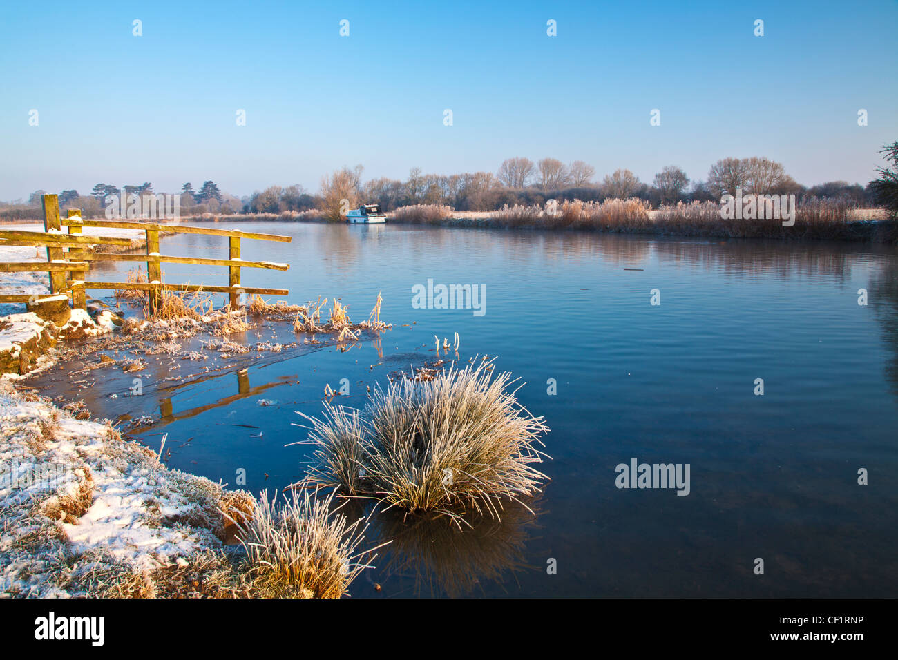 A frosty Cotswold winter morning on the River Thames at Lechlade, Gloucestershire, England, UK - Stock Image