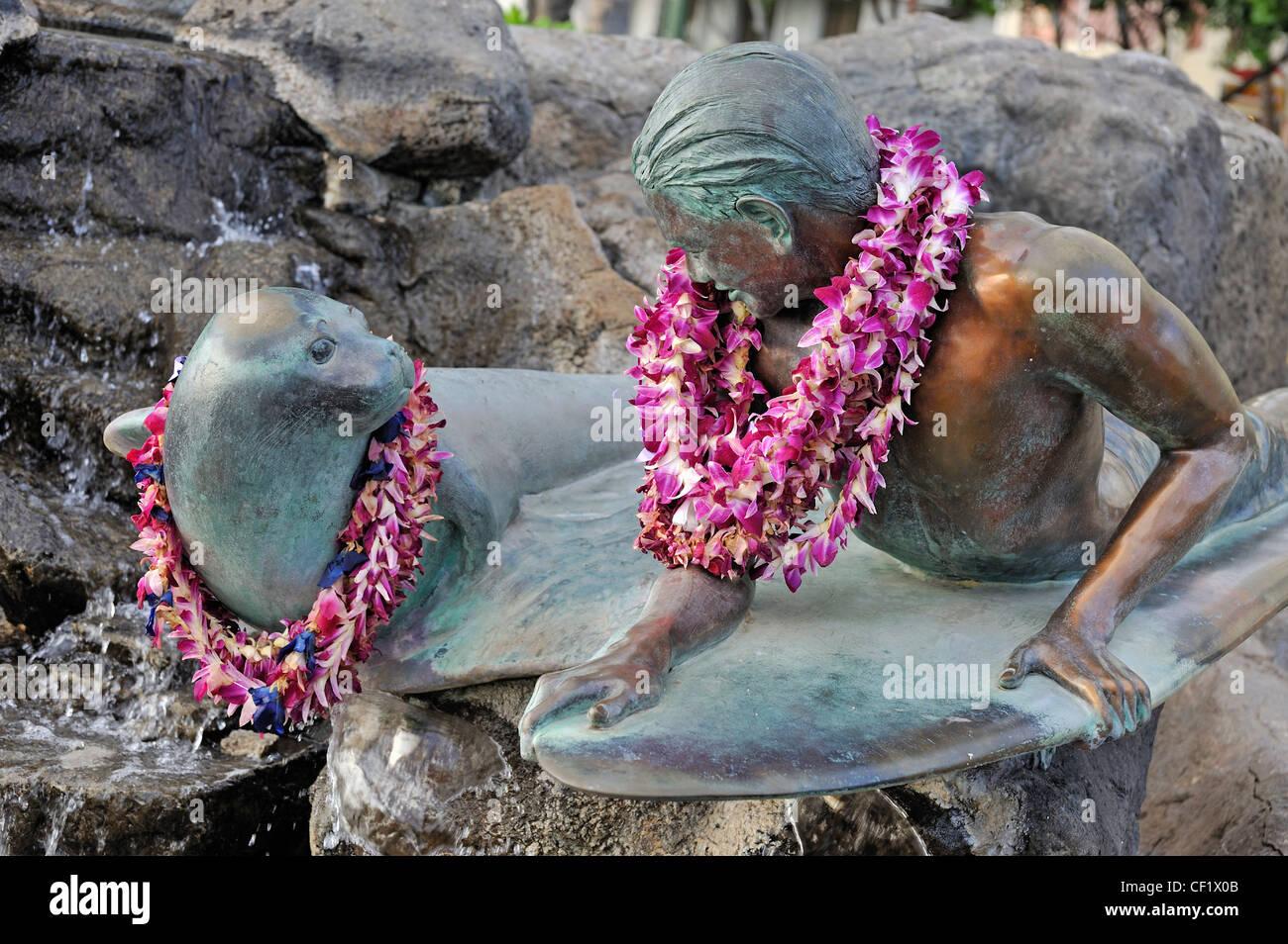 Hawaii - Makua and Kila statue on Waikiki beach, Honolulu, Oahu Island, - Stock Image