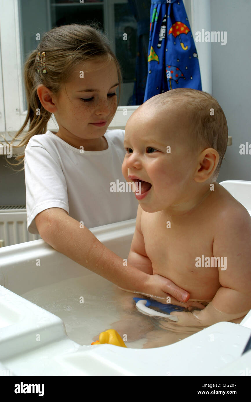 Male Baby Sitting In Bath Stock Photos & Male Baby Sitting In Bath ...