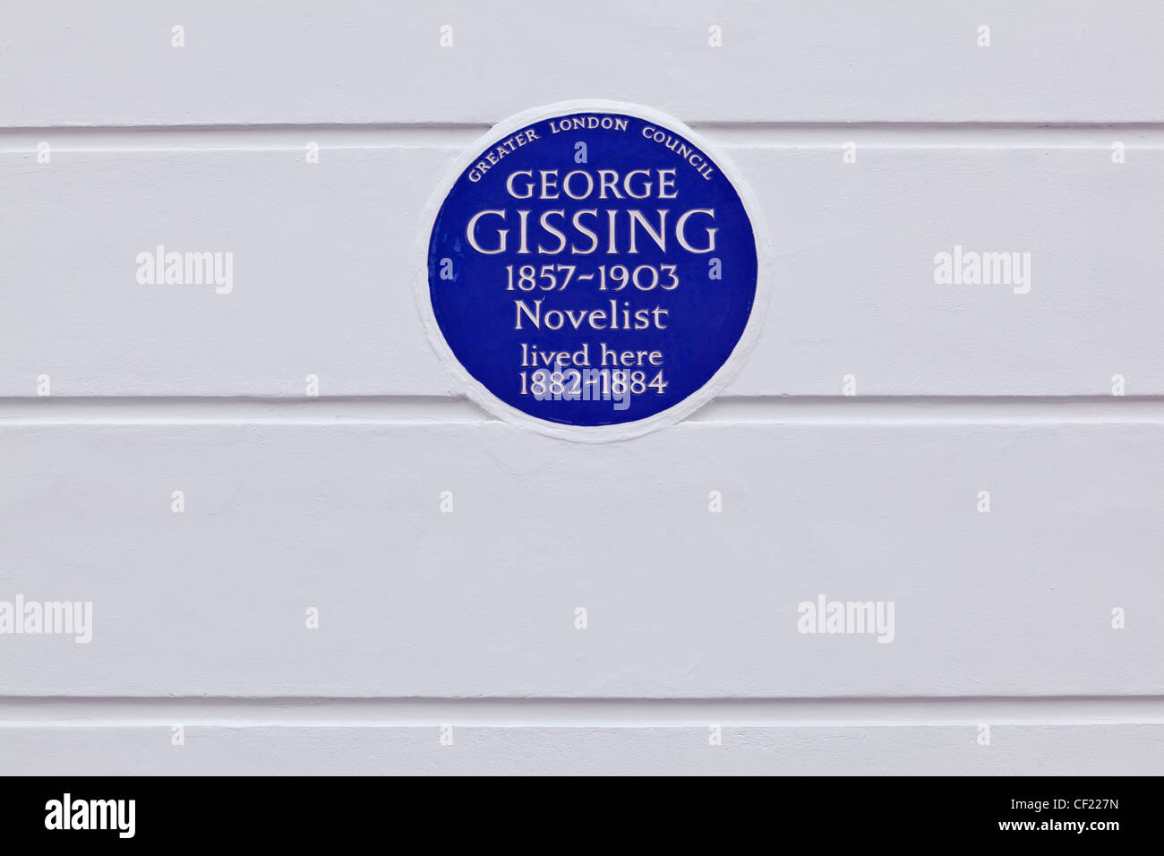 A Greater London Council (GLC) plaque on the wall of 33 Oakley Gardens celebrating that novelist George Gissing - Stock Image