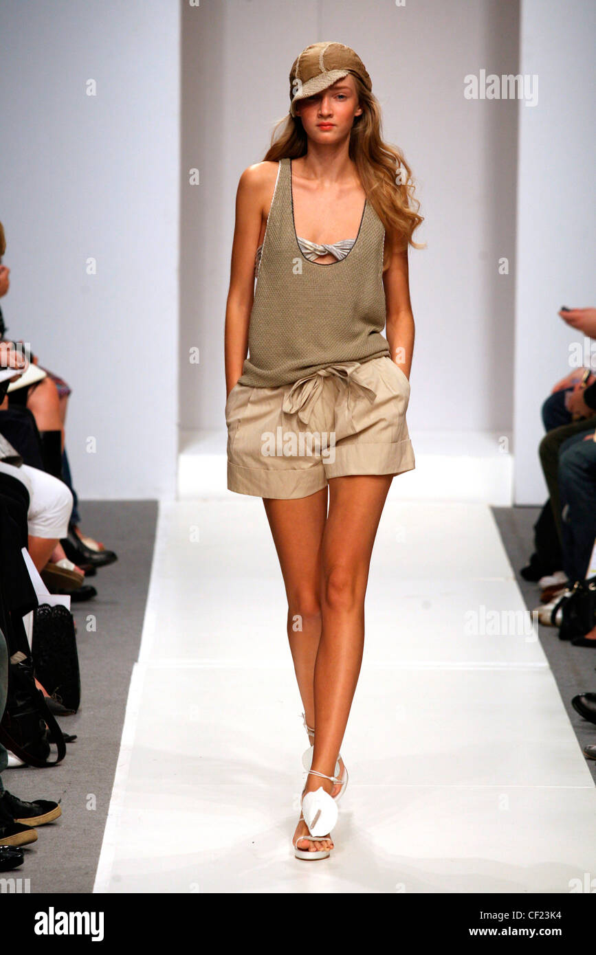 4212eb455036c6 Clare Tough London Ready to Wear Spring Summer Brown loose sleeveless vest  and shorts side pockets