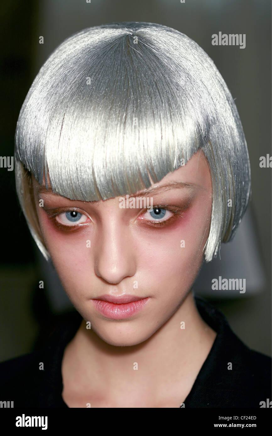 Yohji Yamamoto Backstage Paris Ready to Wear Spring Summer Female metallic silver short bob wig asymmetric fringe, - Stock Image