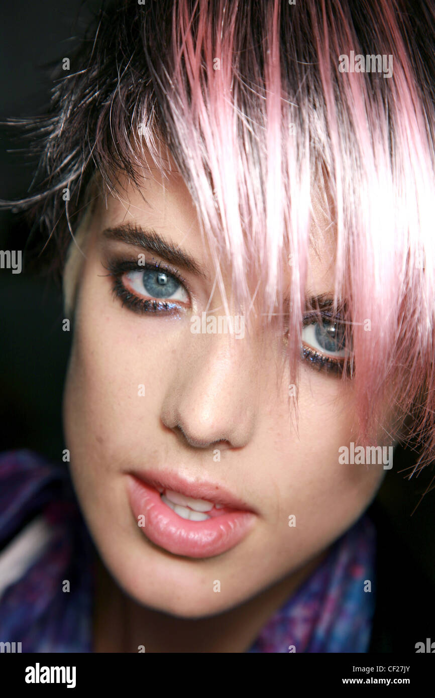 Anna Sui Backstage New York Ready to Wear Spring Summer Close up face of British model Agyness Deyn dyed pink two - Stock Image