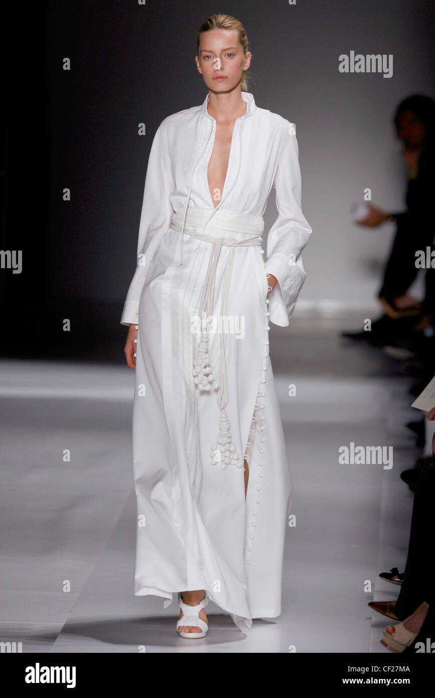 a634027cf0f95 Loewe Paris Ready to Wear Spring Summer All white long Kaftan dress  accessorized with fringed tie