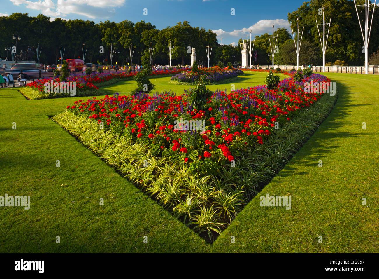 Flowers in bloom in the Queen Victoria Memorial Gardens in St James's Park. Stock Photo