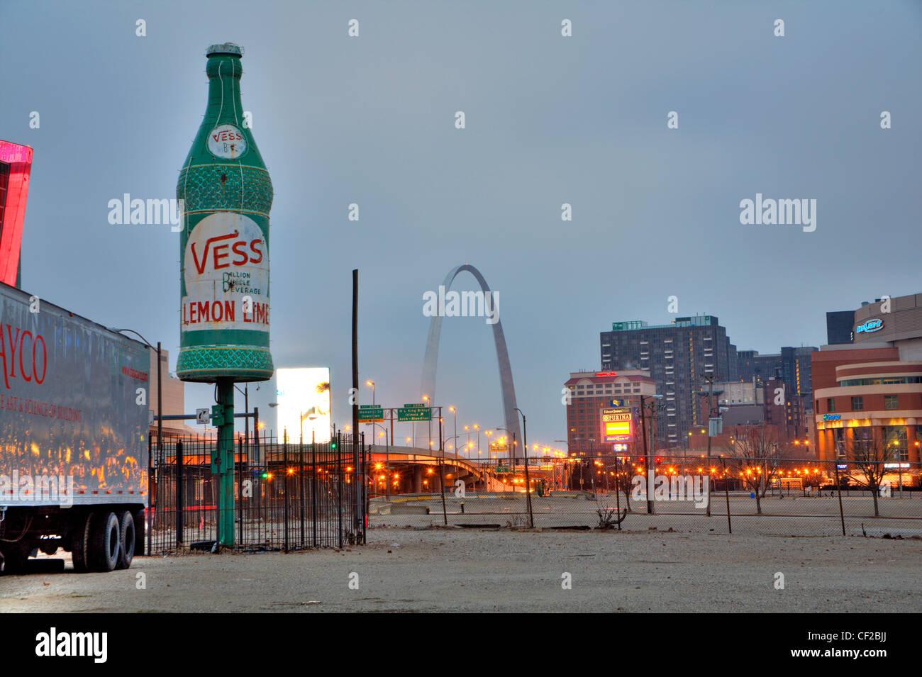 Giant Vess soda bottle in St. Louis, Missouri - Stock Image