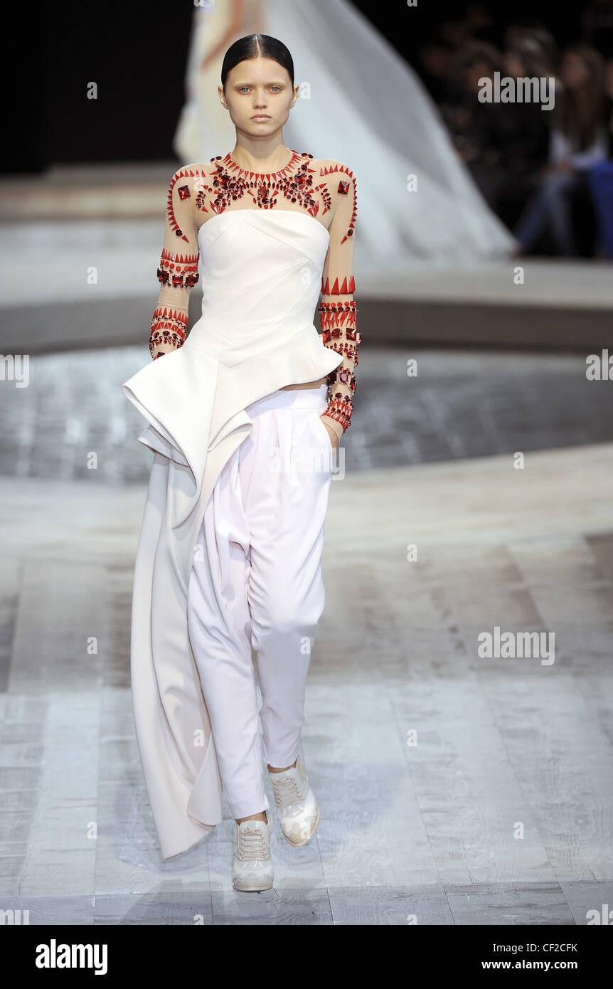 Givenchy Autumn-Winter 2009 / 2010 Paris Fashion Week