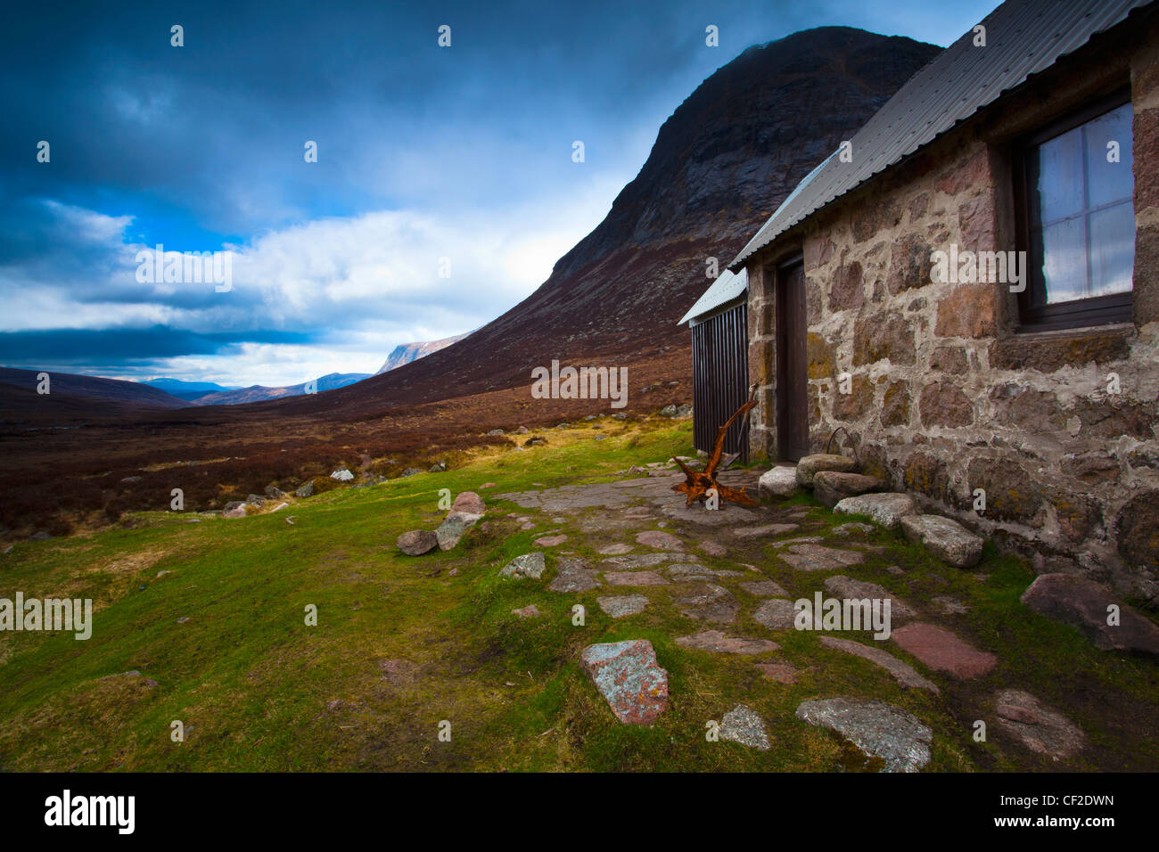 A storm approaches the Corrour Bothy, located along the infamous Lairig Ghru in the Cairngorms National Park. - Stock Image