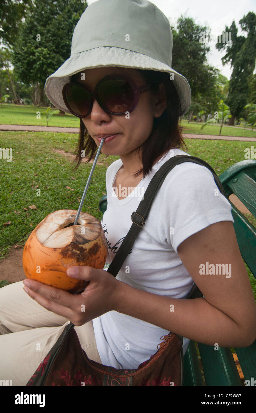 tourist enjoying a coconut in Colombo, Sri Lanka - Stock Image