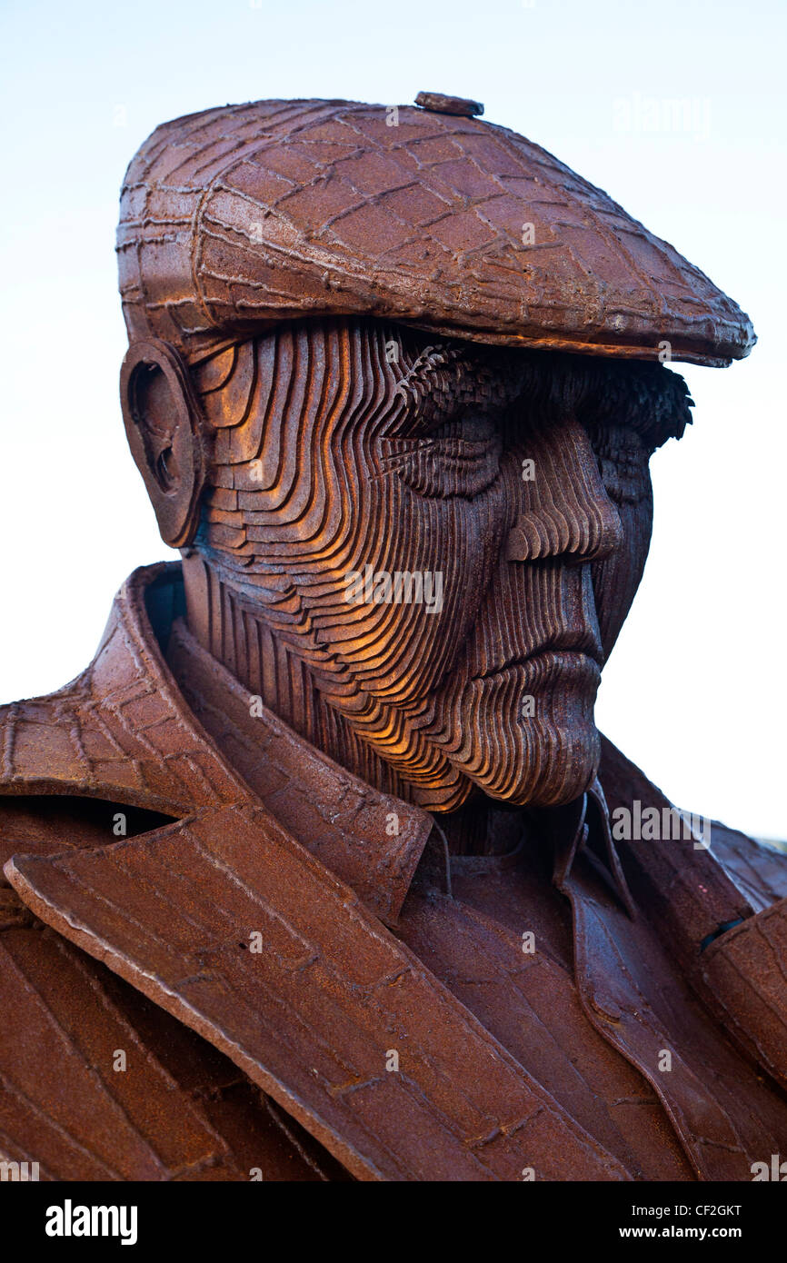 Freddie Gilroy and the Belsen Stragglers by Ray Lonsdale. Sculpture on the Royal Albert Drive, Scarborough - Stock Image