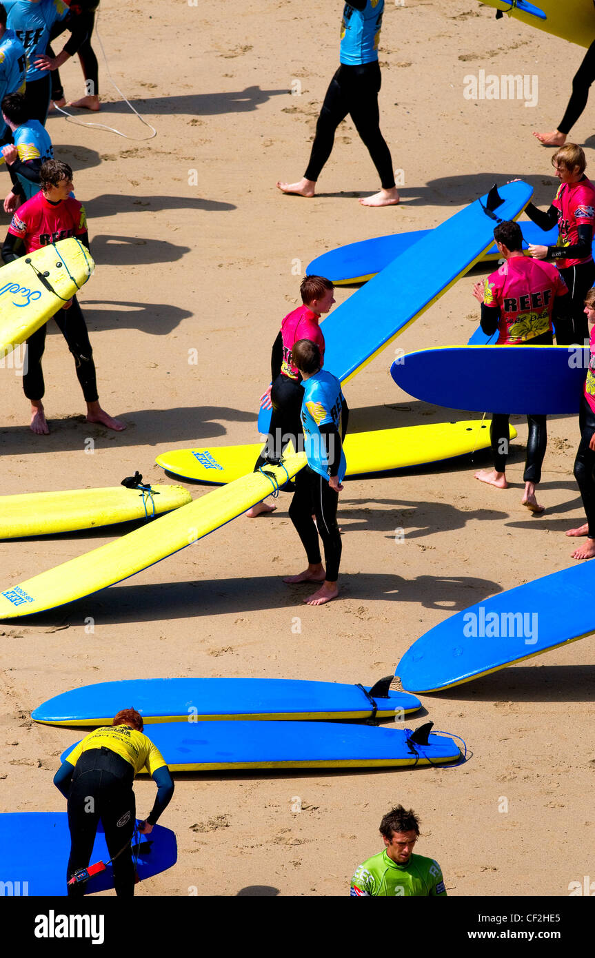 People at a surf school on a beach in Newquay. - Stock Image