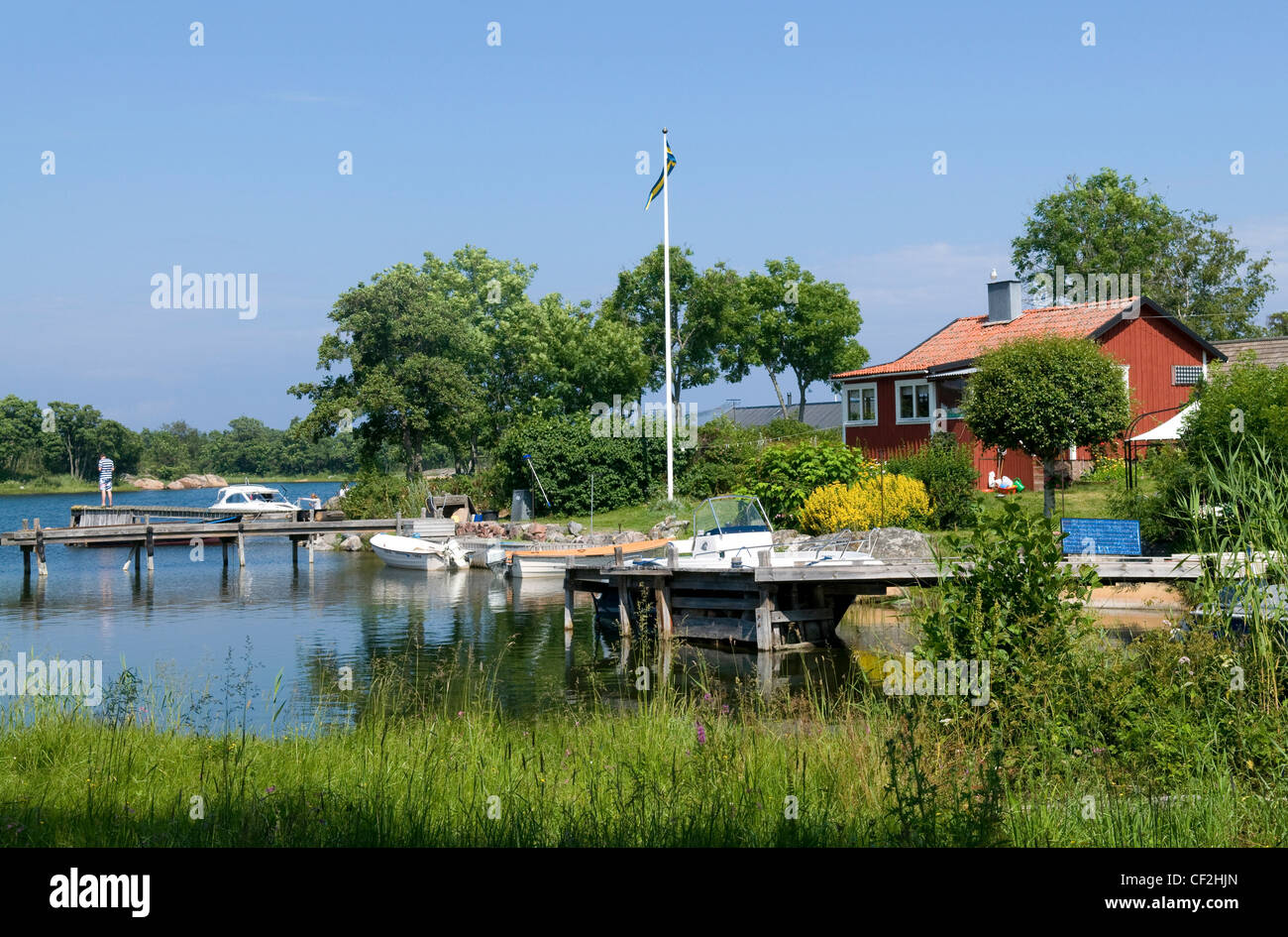 Picturesque view of house and jetty in small bay on the Idyllic island of Rödlöga in the Stockholm archipelago, - Stock Image