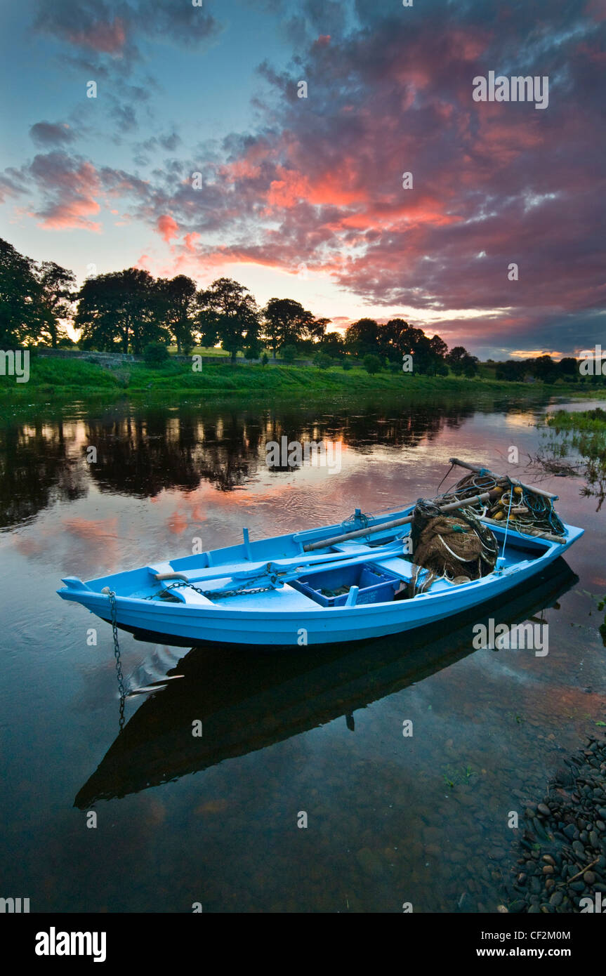 A salmon fishing boat at Canny Fishery in Norham. These traditional boats or cobles are used to catch salmon in - Stock Image