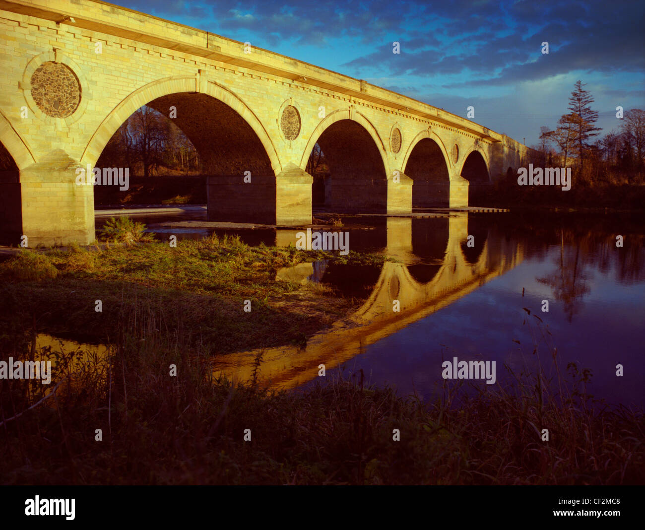 Coldstream Bridge spanning the River Tweed to connect Coldstream in Scotland with Cornhill-on-Tweed in England. - Stock Image