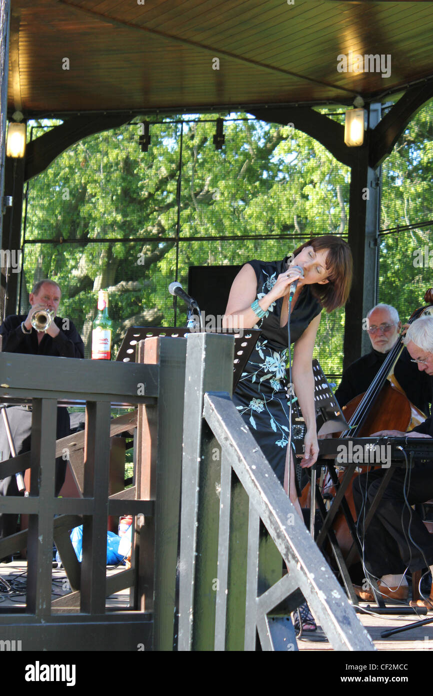 Karen Lane with the Colin Peters Quartet Featuring Digby Fairweather - Summer Jazz Concert, Hilly Fields Bandstand, - Stock Image