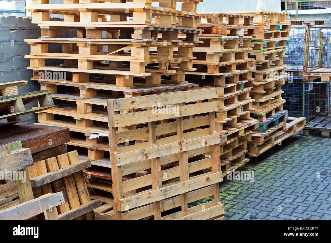 wooden pallet in backyard - Stock Image