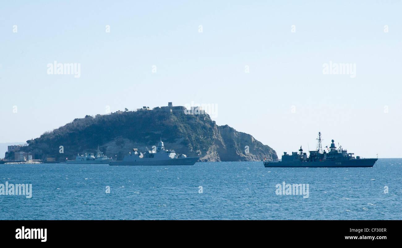 SNMG1 Flagship HNLMS de Ruyter (center), HMCS Charlottetown (left) and FTG Rheinland-Pfalz spent two hours against Stock Photo