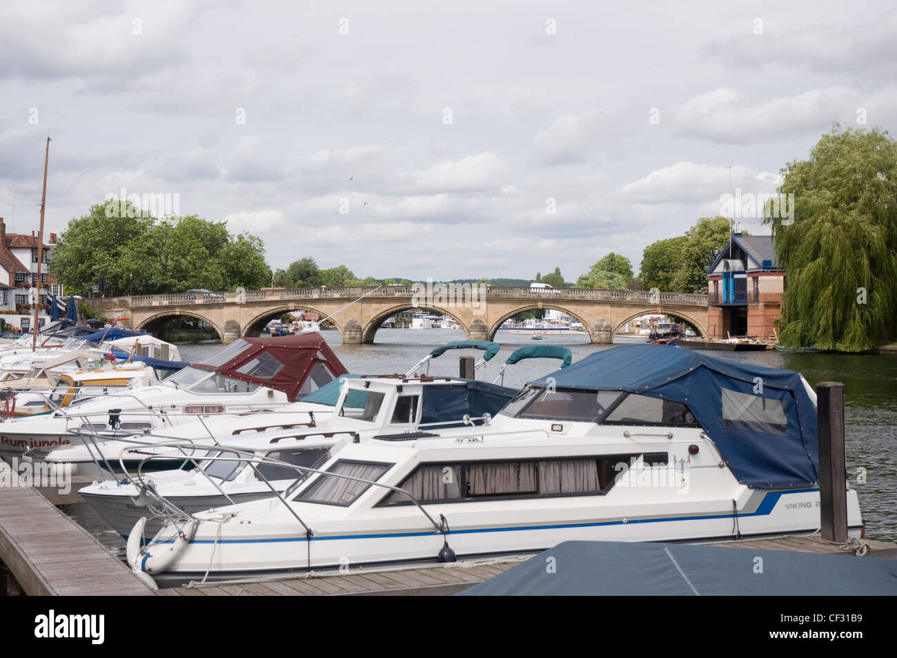 Henley on Thames - Oxon - moored river cruisers and the town bridge - rebuilt in 1786 - Stock Image