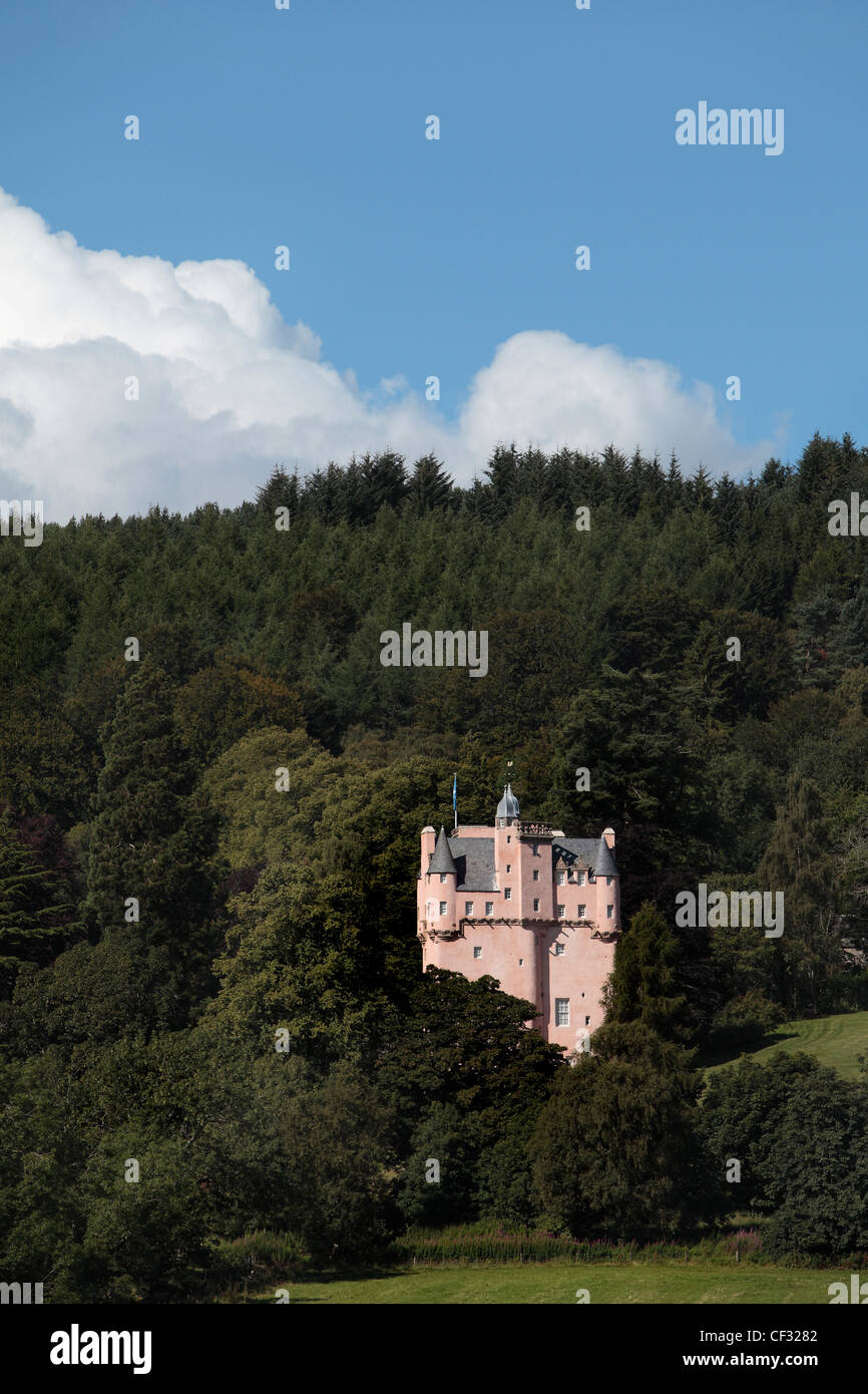Craigievar Castle, a pinkish harled castle built in 1626 in the foothills of the Grampian mountains. The castle - Stock Image
