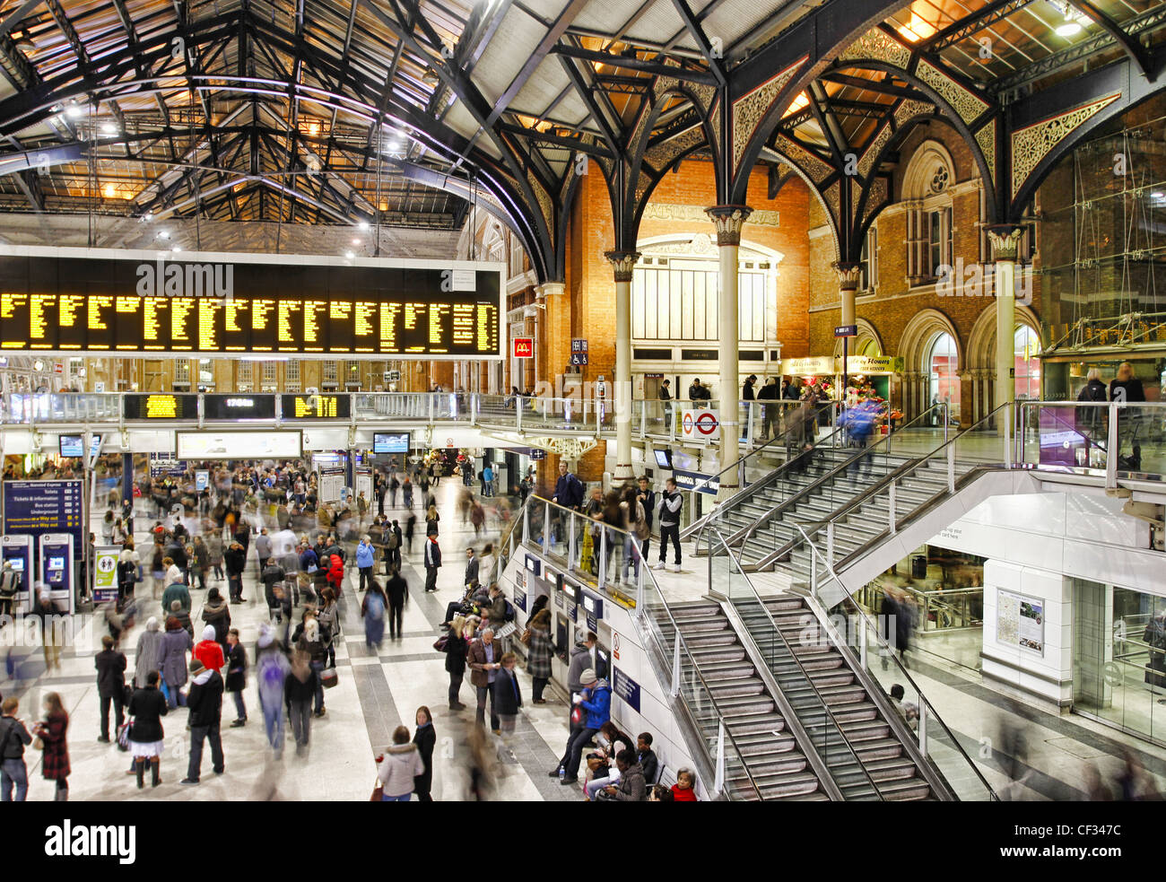 Busy concourse inside Liverpool Street Station in the City of London. - Stock Image