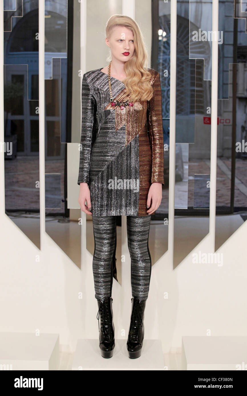 Spijkers and Spijkers Milan Ready to Wear Autumn Winter Metallic: Female side swept wavy hairstyle, wearing two - Stock Image
